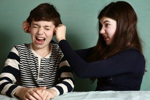 Comment contrôler la rivalité entre frères et soeurs ?