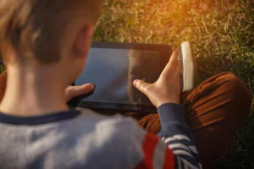 Comment garder les enfants en sécurité sur internet ?