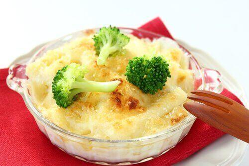 Recettes au fromage avec du chou-fleur au four.