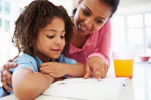 Il est très important que les parents s'impliquent pour apprendre les divisions à leurs enfants.