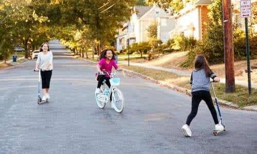 Socialisation pendant l'enfance : caractéristiques et développement