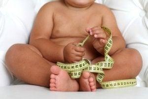 Les bébés qui naissent en surpoids