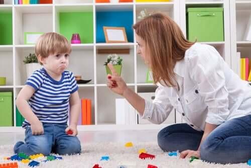 Les règles et la cohérence sont essentielles pour rester ferme dans l'éducation des enfants.