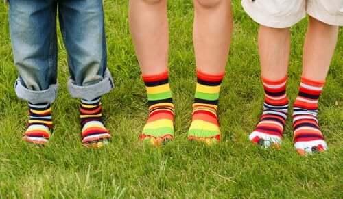 Pour éviter les mycoses sous les pieds, il est conseillé de porter des chaussettes en coton ou en laine.