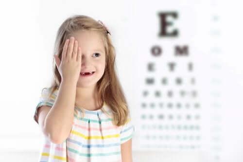 L'œil paresseux chez les enfants : causes et symptômes