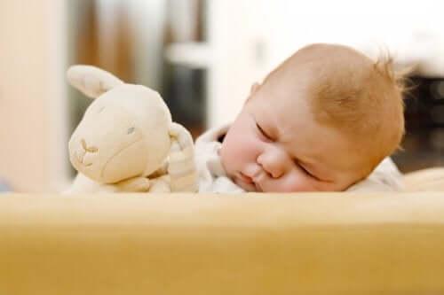 La chute de cheveux chez les nouveau-nés
