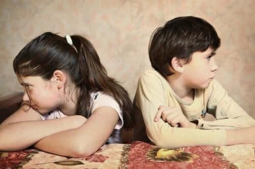 frères et soeurs qui se disputent