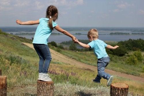 Rivalité et affection entre frères et soeurs