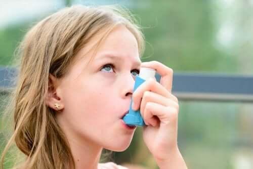traiter l'asthme des enfants à l'école