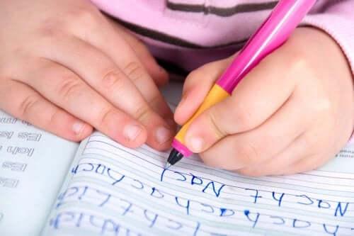 La rééducation graphique : une solution pour améliorer l'écriture