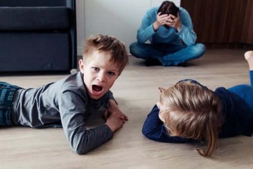 Enfants qui crient.