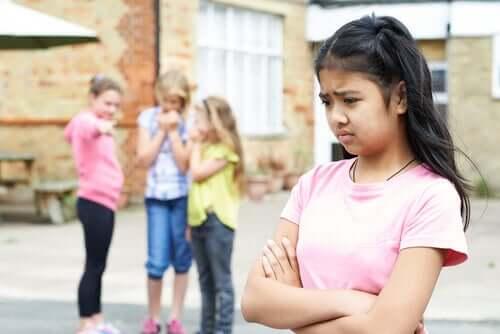 Attachement évitant entre jeunes filles