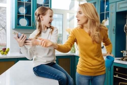 Les parents ont-ils le droit de consulter les réseaux sociaux de leurs enfants sans leur consentement ?