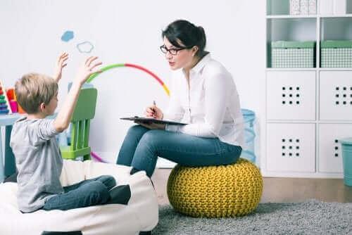 mère et fille face à un psychologue