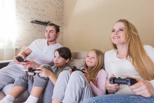 famille jouant aux jeux vidéo