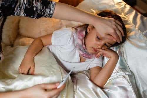 Faut-il alterner entre paracétamol et ibuprofène pour traiter la fièvre chez les enfants ?