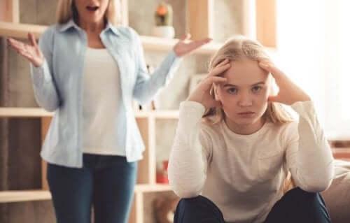 la puberté altère le comportement de l'adolescente