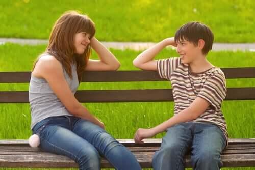 Deux adolescents amoureux