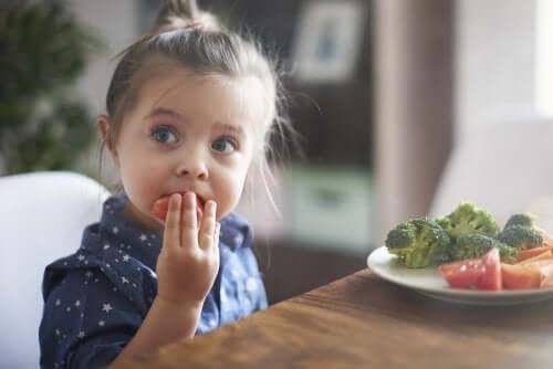 Quelques clés psychologiques pour aider les enfants à bien manger