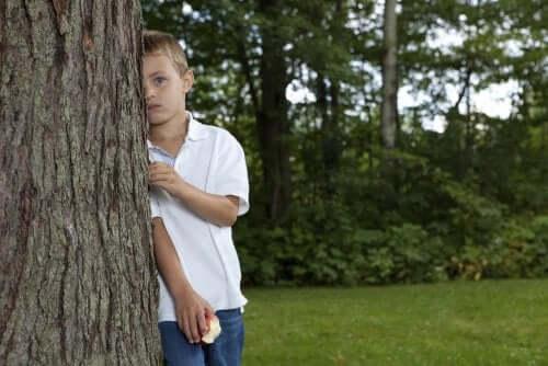 Un enfant timide