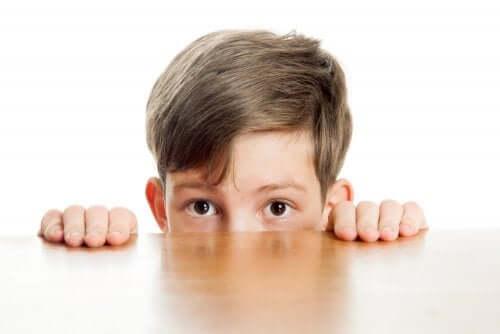 Enfant timide ou introverti ?