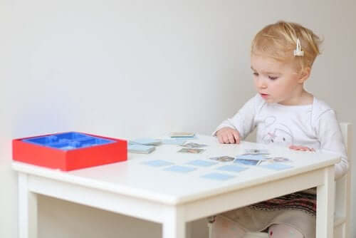 Pourquoi le jeu Memory est-il conseillé chez les enfants ?