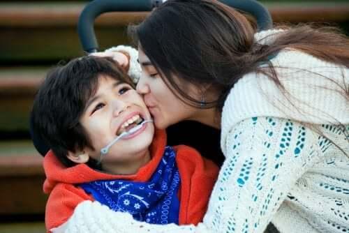 Il est important de donner de l'affection aux enfants handicapés