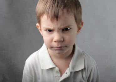 Les enfants qui se mettent facilement en colère