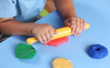 5 activités pour explorer la stimulation tactile chez l'enfant