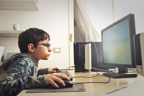 enfant devant son ordinateur, la ludopathie