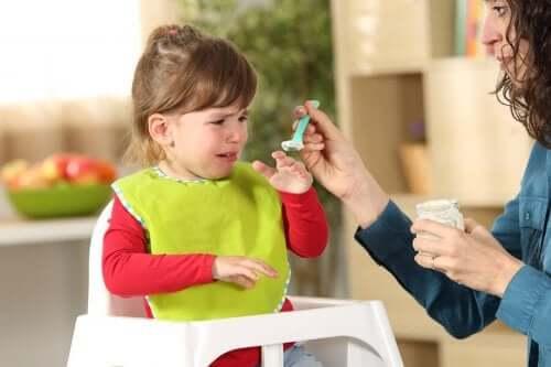 Enfant refusant la nourriture : trouble de l'alimentation sélective