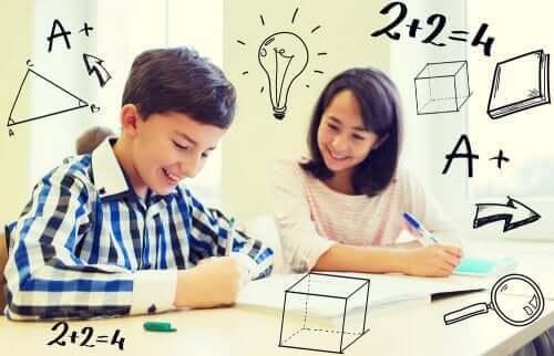 enfants démontrant leur intelligence mathématique