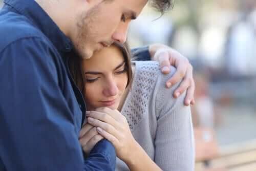 Les avortements spontanés représentent une étape difficile pour les couples qui les vivent