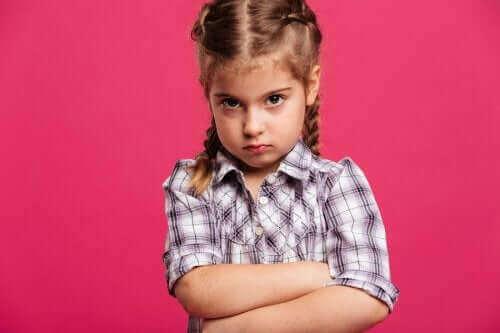 jeune fille en colère