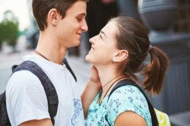 Le problème de l'amour romantique dans les couples adolescents