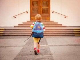 Les étiquettes autocollantes et thermocollantes, une excellente idée pour que les enfants ne perdent pas leurs affaires à l'école