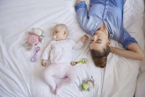 femme fatiguée en post-partum