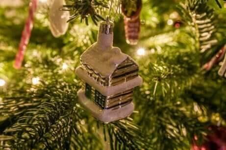 Décorer le sapin à Noël