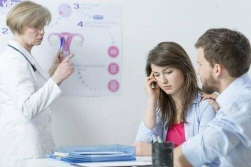 Un couple en consultation pour des difficultés à tomber enceinte