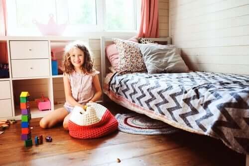 Jeune fille dans sa chambre