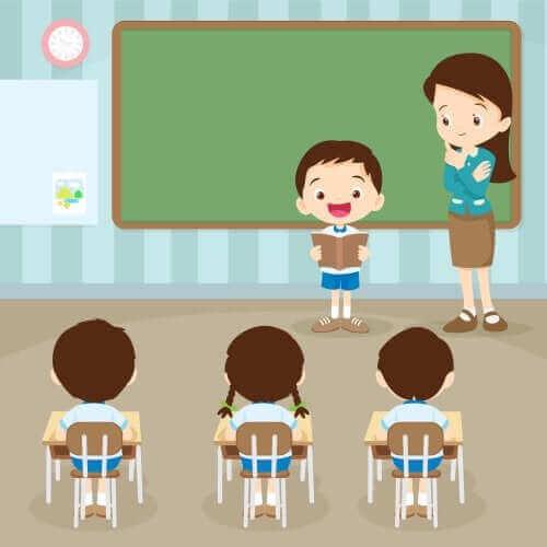 enfant lisant en classe