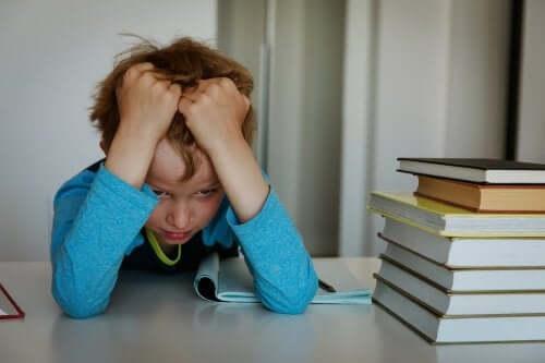 Un enfant stressé par l'école