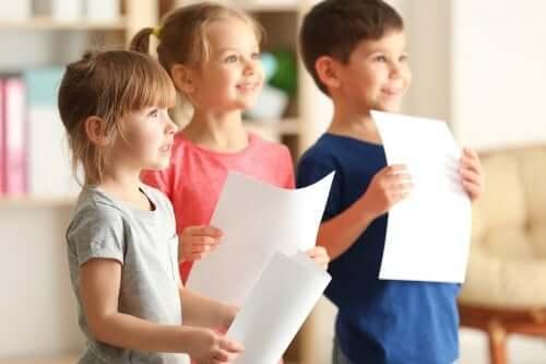 Que faire si votre enfant a honte de parler en public ?