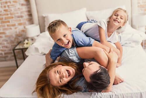 Une famille qui rigole