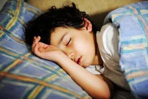 «Un bisou et au lit !», pour encourager les bonnes habitudes dès l'enfance