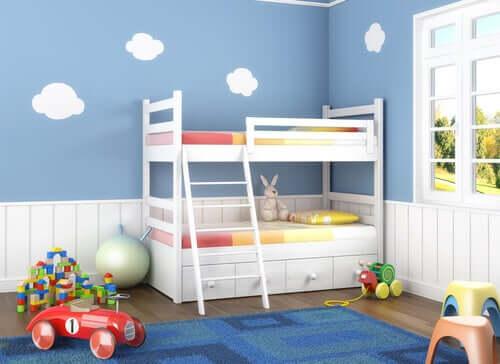 lit superposé pour organiser une chambre avec plusieurs enfants