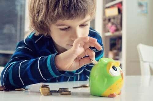 Apprendre à l'enfant à faire des économies