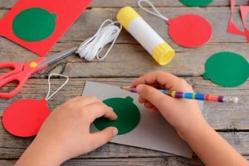 Activité pour fabriquer des boules de Noël