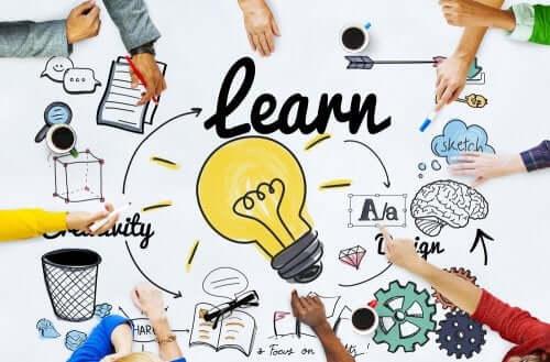 Apprentissage : graphique et mains d'élèves