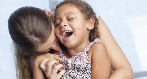 L'attachement infantile, mère et fille